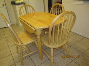 For Sale Kitchen Dinette Table & Chairs
