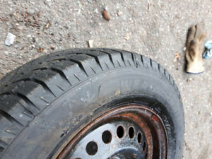 2 winter tires with rims: 195 70 r 14