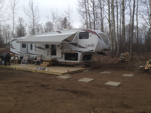 Laredo 5th Wheel 321BH Bunkhouse