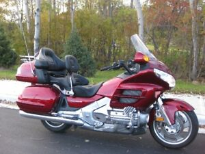 2010 HONDA GOLDWING. LIKE NEW. GREAT PRICE!!