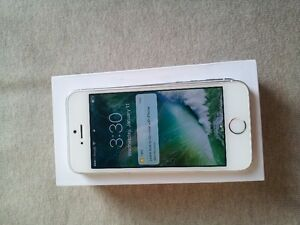 White iPhone 5s is in absolute perfect condition