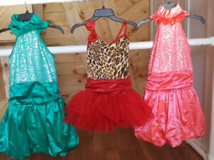 15 $ chaque robe 12 -14 ans patinage danse competition test show