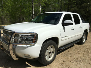 2009 Chevrolet Avalanche Z71 Low Kilometers Clean Interior