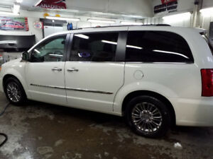 CHRYSLER TOWN AND COUNTRY LIMITED 2011