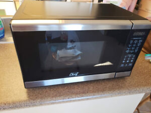 ★ MASTER Chef 0.7 Cu.Ft. Microwave, Black/Stainless Steel ★