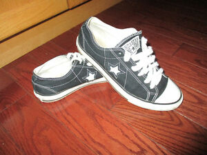 Converse shoes ladies size 8 mens size 6 Kitchener / Waterloo Kitchener Area image 1