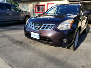 2012 Nissan Rouge 72, 800km. Original owner AWD. Safetied