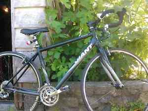 27 Speed Giant FCR Touring Bicycle ( Fits .4 ft .10 or taller)