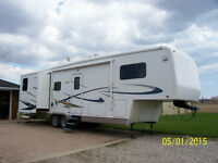 04 34 ft 5th wheel by Carriage Cameo