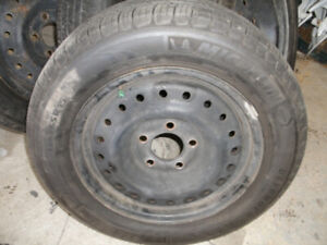 De très bons pneus 1 seul été des Michelin Defender 195/65/R15 a