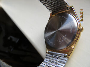 PULSAR MEN'S GOLD/STAINLESS STEEL WATCH w ORIGINAL CASE London Ontario image 3