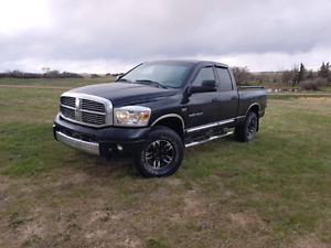 08' Ram 1500 Laramie Hemi Crew Cab 4x4, fully loaded, Com. Start