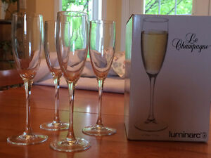 Luminarc 4 champagne flutes / 4 flutes a champagne
