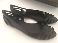 New, unworn Gucci flats / sandals with box