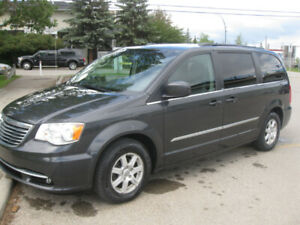 2012  Chrysler Town and Country DVD Sunroof, Nav