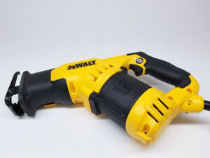 Scie alternative compacte Dewalt DWE357