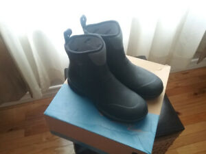 MENS MUCK BOOT SIZE 11 NEW IN BOX