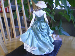 "Royal Doulton Figurine "" Best Wishes "" - HN3971 Kitchener / Waterloo Kitchener Area image 4"