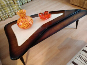 Tables basses mid century modern; vintage; boomerang;  noyer