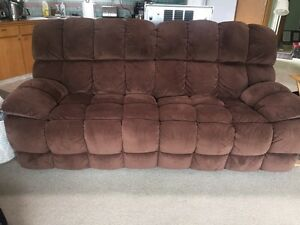 Chaise lounge kijiji free classifieds in kelowna find for Big comfy chaise lounge
