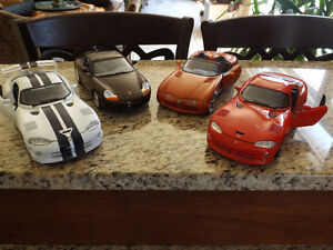 LOT OF 4 RACING CARS 1/18 LOT DE 4 VOITURES DE COURSE.