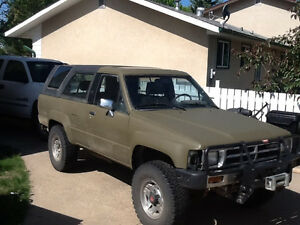 "1986 4Runner No Rust!!! Brand new 31"" mud tires"