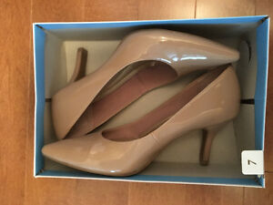 Size 7 pointed-toe heels. Nude colour.