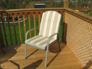 4 patio chairs w. detachable weather resistant cushions