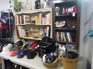 Inventaire de friperie et équipement complet à vendre
