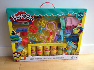 Play-Doh Delightful Desserts Set 40+ Pieces