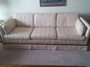 HARDWOOD TRIM SOFA & LOVESEAT HIGH WEAR FABRIC 1 OWNER FROM NEW