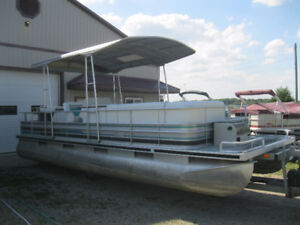 1990 Harris 24' Classic Pontoon Boat w/ 4 CYL Inboard/Outboard