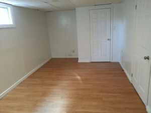 Room for Rent - 2min walk to Sheridan Oakville - $480 per month