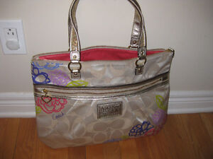 Authentic COACH famous tote style for sale .new with tags !