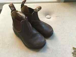 Toddler size 7 blundstone  boots