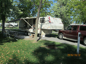 25,5 foot 5th wheel travel trailer London Ontario image 9
