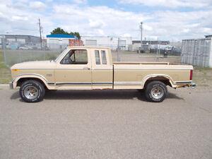 1993 Ford F-150 XLT Pickup Truck