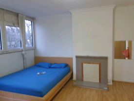 Double size (extra large) room to let (Dockland E143ER)