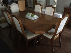 Oak Dining Room Table & Chairs