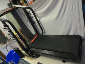 Foldable Spacesaver Pro-Form 425 Treadmill Jogging Machine