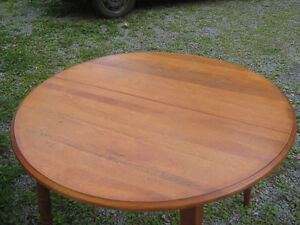 Solid Maple Table with 2 extensions