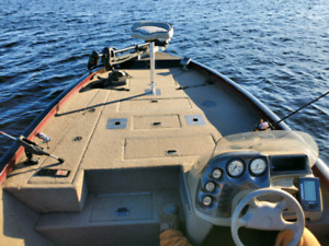 2002 Lowe 18FT Fishing Boat 135HP Evenrude