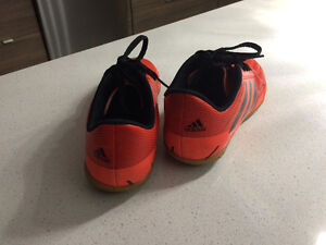 Indoor soccer shoes London Ontario image 3