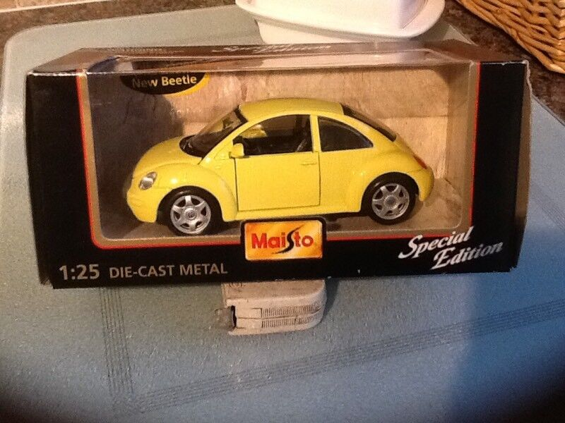 MAISTO DIE CAST 1:25 SCALE NEW VW BEETLE
