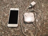 White iPhone 5 - 16gb (Rogers)