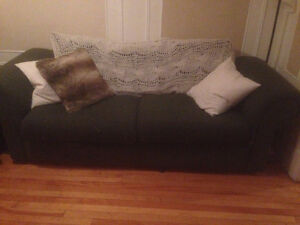 BIG COMFY COUCH FOR SALE!
