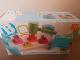 Pounding shape bench toy
