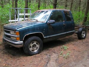 1996 chev 1500 1/2 ton 4X4 for parts