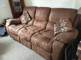 3-seater sofa (recliner each end)