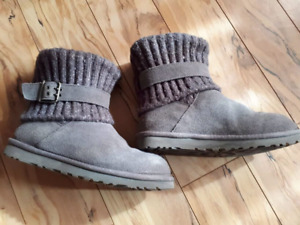 Women's UGGS Size 8 Mint Condition